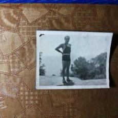 Fotografía antigua: ANTIGUA FOTOGRAFÍA. PLAYA SANTA CRISTINA LLORET DE MAR. PROVINCIA DE GERONA. FOTO AÑOS 40.. Lote 126213151