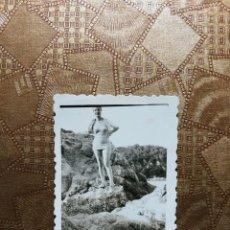 Fotografía antigua: ANTIGUA FOTOGRAFÍA. PLAYA SANTA CRISTINA LLORET DE MAR. PROVINCIA DE GERONA. FOTO AÑOS 40.. Lote 126213283