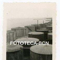 Fotografía antigua: FOTO ORIGINAL BADALONA DEPOSITOS DE LA COMPAÑIA CAMPSA AÑO 1946. Lote 126640791