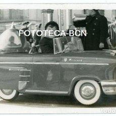 Fotografía antigua: FOTO ORIGINAL COCHE MERCURY FERIA ATRACCION TIO VIVO BARCELONA AÑOS 50. Lote 126726403