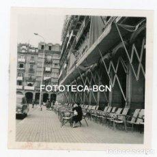 Fotografía antigua: FOTO ORIGINAL PAMPLONA IRUÑA PLAZA DEL CASTILLO TERRAZA NAVARRA AÑO 1958. Lote 126866859