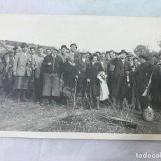 Fotografía antigua: ANTIGUA FOTO DE CAZA CON CAZADORES, MUY ANIMADA - ZONA SIERRA MORENA - AÑOS 20-30. Lote 127201519