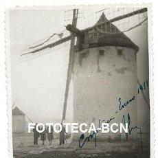 Fotografía antigua: FOTO ORIGINAL CAMPO DE CRIPTANA MOLINO DE VIENTO CIUDAD REAL AÑO 1951. Lote 127664247