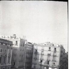 Fotografía antigua: NEGATIVO ACETATO BARCELONA PLAÇA SANT JAUME PALAU GENERALITAT ESCOLARES COCHE AÑOS 30. Lote 89429320