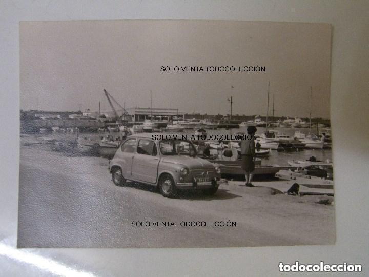 SEAT 600 MATRÍCULA DE BARCELONA PUERTO BARCAS FOTO ANTIGUA ORIGINAL AÑOS 60 (Fotografía Antigua - Fotomecánica)