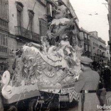 Fotografía antigua: FOTOGRAFIA DE CADIZ. CARRROZA DEL CARNAVAL. AÑOS 60.. Lote 128513811