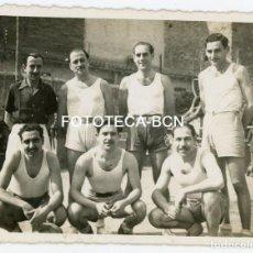 Fotografía antigua: FOTO ORIGINAL COMPONENTES EQUIPO BALONCESTO POSIBLEMENTE BIM BASQUET INSTITUCIO MONTSERRAT 1930-1940. Lote 128958427