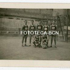 Fotografía antigua: FOTO ORIGINAL MIEMBROS EQUIPO BALONCESTO BIM BASQUET INSTITUCIO MONTSERRAT AÑO 1940. Lote 128958983