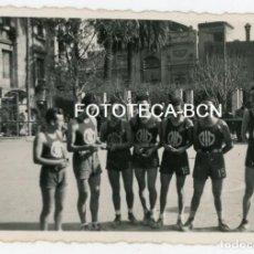 Fotografía antigua: FOTO ORIGINAL MIEMBROS EQUIPO BALONCESTO BIM BASQUET INSTITUCIO MONTSERRAT AÑOS 40. Lote 128959267