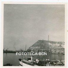 Fotografía antigua: FOTO ORIGINAL PUERTO DE BARCELONA CASTILLO MONTJUIC BARCO BARCA AÑO 1958 . Lote 129052583