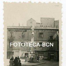 Fotografía antigua: FOTO ORIGINAL BARCELONA RAVAL PLAÇA DEL PADRÓ COMERCIOS DESAPARECIDOS AÑOS 50. Lote 129593623