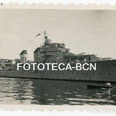Fotografía antigua: FOTO ORIGINAL PUERTO DE BARCELONA BUQUE BARCO DE GUERRA HIDROAVION AÑOS 50. Lote 129599995