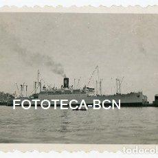 Fotografía antigua: FOTO ORIGINAL PUERTO DE BARCELONA BUQUE BARCO TRASATLANTICO AÑOS 50. Lote 129600207