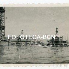 Fotografía antigua: FOTO ORIGINAL PUERTO DE BARCELONA BUQUE BARCO DE GUERRA EDIFICIO DESAPARECIDO AÑOS 50. Lote 129600343