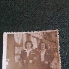Fotografía antigua: GALICIA FOTO MARZAN LA CORUÑA 1947 FOTO SEÑORITAS MODA AÑOS 40. Lote 129685011