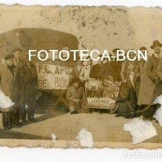 Fotografía antigua: FOTO ORIGINAL BARCELONA VIAJE AUTOCAR EQUIPO FUTBOL APOLO FC DE BADALONA AÑOS 30/40. Lote 130028455