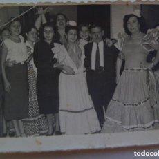 Fotografía antigua: MINUTERO DE FOTOGRAFO DE FERIA : AMIGOS CON SEÑORITAS VESTIDAS DE FLAMENCA. DE YAÑEZ, SEVILLA.. Lote 130687804