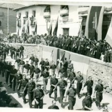 Fotografía antigua: MADRID SAN MARTIN DE VALDEIGLESIAS. FALANGE ESPAÑOLA. ABRIL 1942. FOTO DE AGENCIA MUY RARA.. Lote 131127296