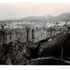 Fotografía antigua: EL TAJO DE RONDA (MÁLAGA) TOMADA POR LA AVIACIÓN MILITAR HACIA 1930. 17 X 11,5 CM. Lote 131725006