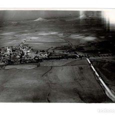 Fotografía antigua: PALENCIA.- COLUMA DE CABALLERÍA A SU PASO POR EL PISUERGA.- AVIACIÓN MILITAR.- 1932 11,5 X 17 CM. Lote 131771198