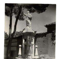 Fotografía antigua: MADRID.- ESTATUA SANTO (ALCALÁ DE HENARES) 16,5 X 12 CM. Lote 132027334