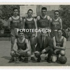 Fotografía antigua: FOTO ORIGINAL EQUIPO BALONCESTO POSIBLEMENTE BIM BASQUET INSTITUCIO MONTSERRAT AÑO 1952 - . Lote 132084358