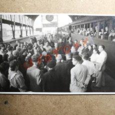 Fotografía antigua: ANTIGUA FOTOGRAFÍA POSTAL.ESTACIÓN DE TREN DE PORTBOU(GERONA). FOTO AÑO 1950. FERROCARRIL.. Lote 132292606