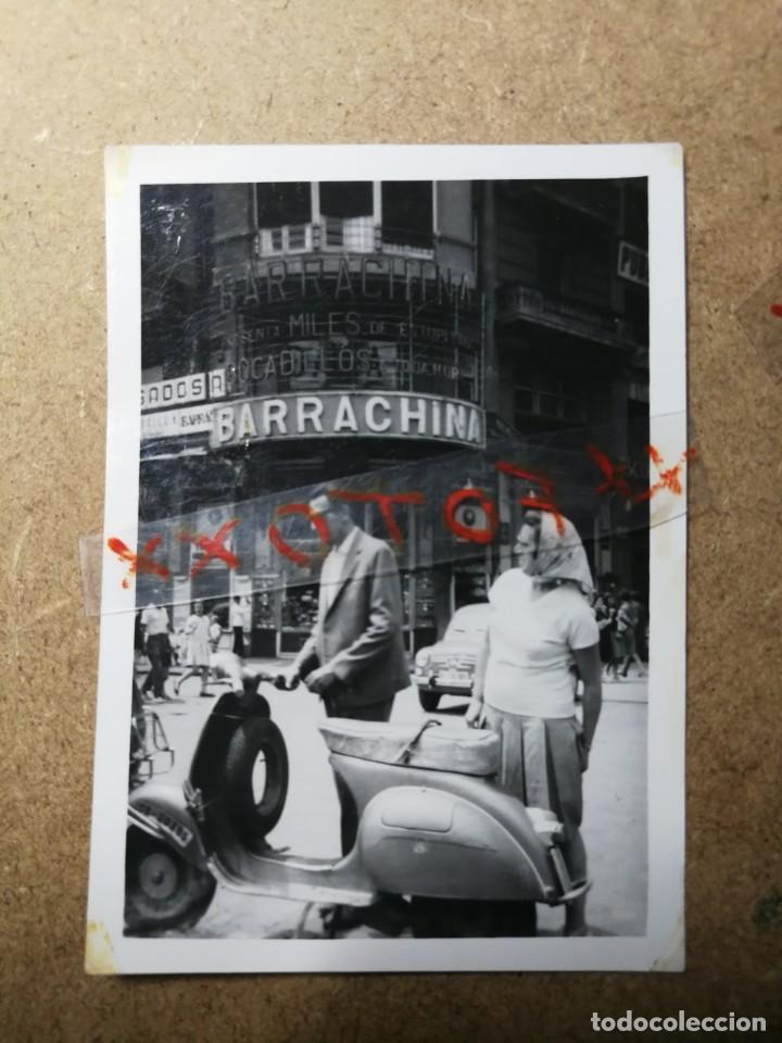 ANTIGUAS FOTOGRAFÍA. MOTO VESPA O LAMBRETTA. FOTO AÑOS 60. (Fotografía Antigua - Fotomecánica)