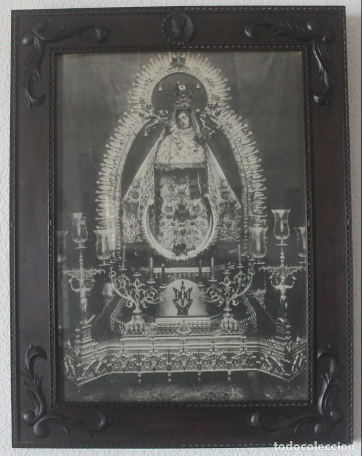 ANTIGUA FOTOGRAFIA CON VALIOSO MARCO MADERA TALLADA VIRGEN NTRA SRA DE LA MERCEDES ALCALA LA REAL (Fotografía Antigua - Fotomecánica)
