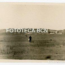 Fotografía antigua: FOTO ORIGINAL SABADELL AEROCLUB AEROPUERTO FESTIVAL AEREO AVION AVIONETA AVIACION AÑO 1949 - 8X6 CM. Lote 132899194