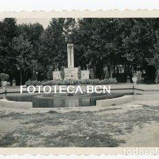 Fotografía antigua: FOTO ORIGINAL HUESCA PARQUE MUNICIPAL MONUMENTO LAS CAIDOS AÑO 1954. Lote 133076534