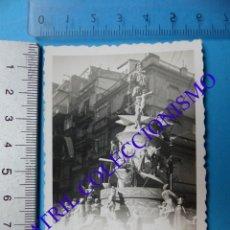 Fotografía antigua: VALENCIA - UNA FALLA CALLE SAN VICENTE Y SANGRE - FOTOGRAFICA - AÑOS 1940-50. Lote 133239646