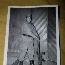 Fotografía antigua: FOTO SOLDADO CON CETME 1969. Lote 133595173