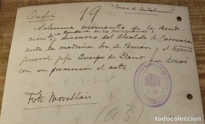 Fotografía antigua: CADIZ, 1937, GUERRA CIVIL, ENTREGA BANDERA MILICIANOS, QUEIPO DE LLANO, CARRANZA,175X120MM - Foto 2 - 133743082