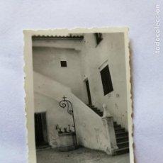 Fotografía antigua: ANTIGUA FOTOGRAFÍA. PALMA DE MALLORCA. INTERIOR DEL PALACIO.FOTO AÑO 1952.. Lote 133816114