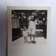 Fotografía antigua: NIÑOS DE LA MANO, CHILDREN OF THE HAND, ENFANTS DE LA MAIN. Lote 134247278