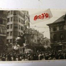 Fotografía antigua: ANTIGUA FOTOGRAFÍA.FALLA PLAZA DEL MERCADO.FALLAS DE VALENCIA.ARTISTA REGINO MÁS. FOTO AÑO 1944.. Lote 134250082