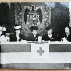 Fotografía antigua: FOTO ANTIGUA ORIGINAL INEDITA. MESA DIA DE LA CRUZ ROJA AÑOS 50 MEDIDAS 110 MM X 70 MM. . Lote 134911854