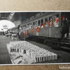 Fotografía antigua: ANTIGUA FOTOGRAFÍA POSTAL.ESTACIÓN DE TREN DE PORTBOU(GERONA). FOTO AÑO 1950. FERROCARRIL.. Lote 135018722
