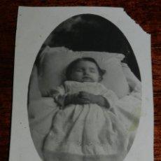 Fotografia antica: FOTOGRAFIA DE NIÑA POST MORTEM, MUERTE, MIDE 10,5 X 6,5 CMS.. Lote 135745618