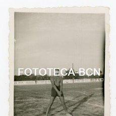 Fotografía antigua: FOTO ORIGINAL ATLETA LANZAMIENTO DE MARTILLO ATLETISMO CATALUNYA AÑO 1941. Lote 135896478