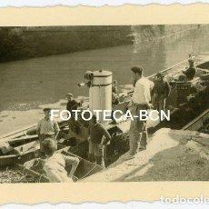 Fotografía antigua: FOTO ORIGINAL SAN SEBASTIAN DONOSTIA BARCAS DE PESCADORES AÑO 1944. Lote 136000314