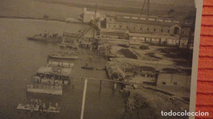 Fotografía antigua: ANTIGUA FOTOGRAFIA.MUELLE.LA CARRACA.SAN FERNANDO.CADIZ 1943 - Foto 2 - 136396514