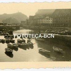 Fotografía antigua: FOTO ORIGINAL SAN SEBASTIAN DONOSTIA PUERTO BARCAS DE PESCADORES AÑO 1944. Lote 136439422