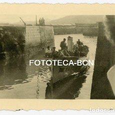 Fotografía antigua: FOTO ORIGINAL SAN SEBASTIAN DONOSTIA BARCA DE PESCADORES ENTRANDO AL PUERTO AÑO 1944. Lote 136439754