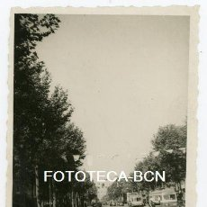 Fotografía antigua - FOTO ORIGINAL BARCELONA GRAN VIA TRANVIA GUARDIA URBANO COCHE AUTOMOVIL AÑO 1952 - 136820982