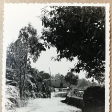 Fotografía antigua: FOTO ANTIGUA ORIGINAL INEDITA. VISTA PAISAJE CAMINO DE LA ERMITA IGLESIA. MEDIDAS 100 MM X 70 MM.. Lote 137259438