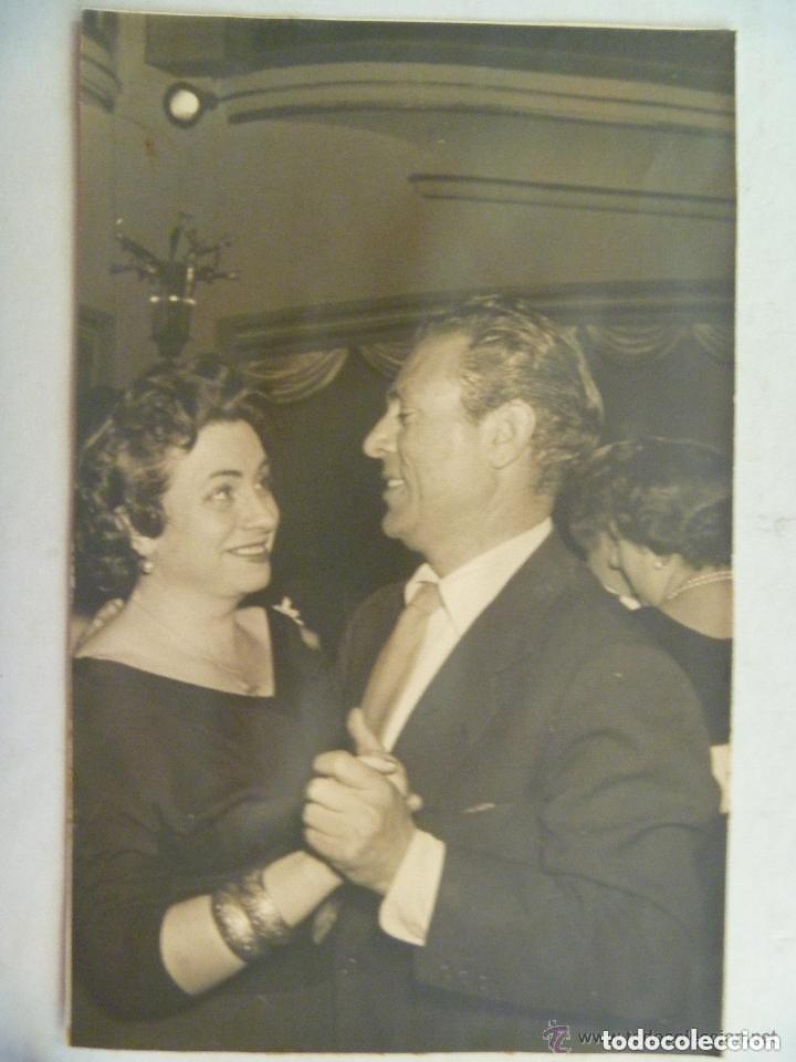 FOTO DE LA ACTRIZ SEVILLANA AMALIA RODRIGUEZ BAILANDO CON GARY COOPER. ORIGINAL segunda mano