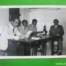 Fotografía antigua: FOTO CANTAORES FLAMENCO, L. MELGAR, EL CHAPARRO, JUAN MUÑOZ (EL TOMATE), CIEGO DE ALMODOVAR, 1971 . Lote 137351706
