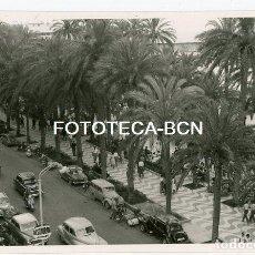 Fotografía antigua: FOTO ORIGINAL ALICANTE PASEO MARITIMO RESTAURANTE COCHE AUTOMOVIL MOTO AÑOS 50. Lote 138851418